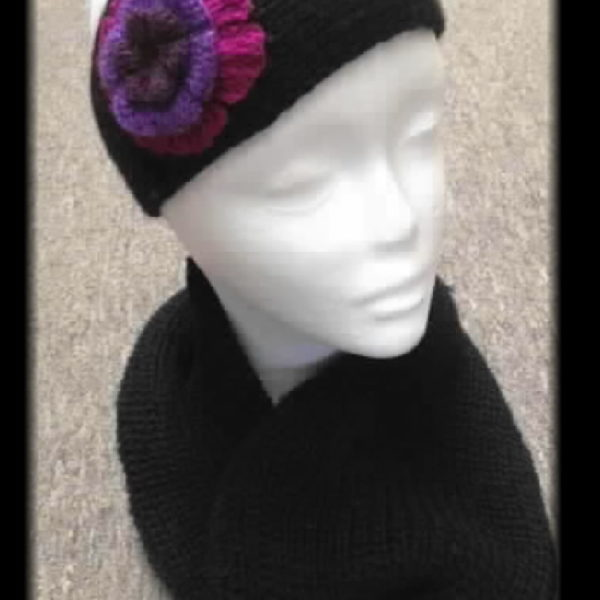 Lasie Headband knit floral accent